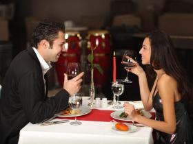 和高冷女生约会的话题,如何和女生聊天