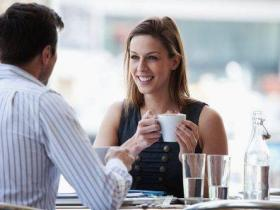 约会中,怎么和女孩聊天?