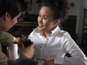 和女生约会时不会聊天怎么办?