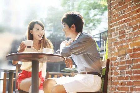 在约会中,如何与女生聊天?