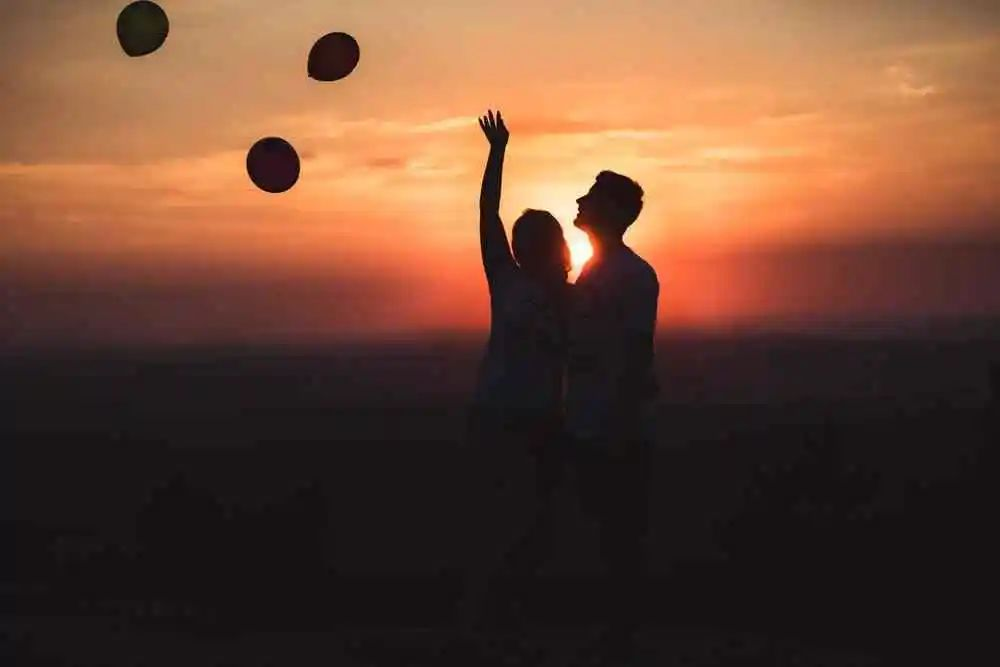 【情感咨询】初次约会聊天怎么不冷场?初次约会什么样的话题合适?
