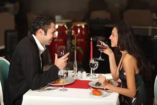 约会中你该怎么和对方聊天