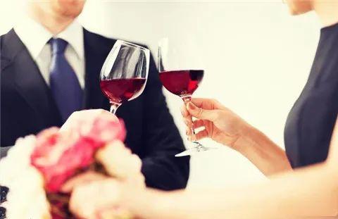 如何在约会时拉近关系?做好这两点就够了
